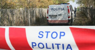 Anchetă a poliţiştilor, după descoperirea unui cadavru în toaleta unei biserici