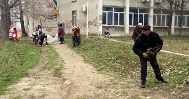 Beneficiarii de ajutor social, scoşi la curăţenie de Primăria Constanţa
