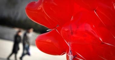 Constanţa iubeşte româneşte! 400 de baloane lansate de pe faleza Cazinoului