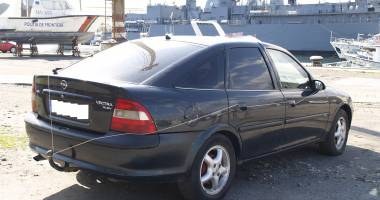 Constănţean prins de poliţişti la volanul unei maşini furate