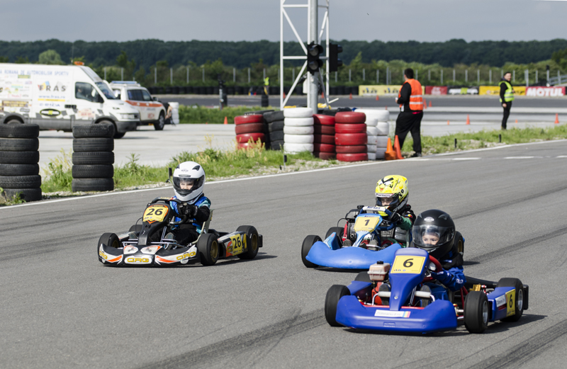 Constănţenii fac spectacol  în Campionatul Naţional de karting