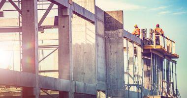 Constructorii iau în calcul suspendarea lucrărilor pe şantiere