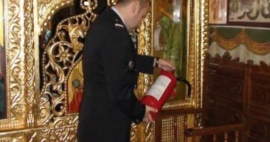 Biserici �i �coli const�n�ene, amendate de pompieri
