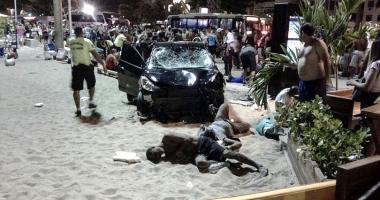 MAŞINĂ INTRATĂ ÎN MULŢIME! Şoferul, criză de epilepsie. 15 persoane au fost rănite