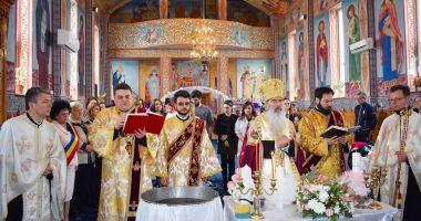 Patru copii abandonați au fost botezați la Cumpăna