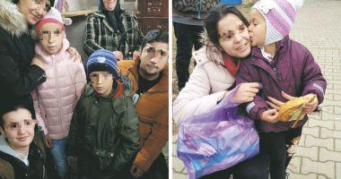 Copiii din centrele de plasament  fac daruri familiilor nevoiaşe