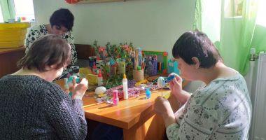 Copiii din centrele de plasament fac expoziţie de Paști