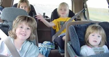 Modificările Codului rutier privind transportul copiilor intră în vigoare de AZI
