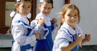 Se întoarce UNIFORMA OBLIGATORIE în şcoli?