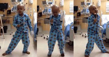 VIDEO EMOŢIONANT. Un băiețel de cinci ani, dans în stil Michael Jackson după ce a terminat ședințele de chimioterapie