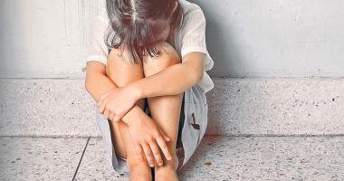 Bestie cu chip de om! Copilă de 13 ani, lăsată gravidă de tatăl vitreg