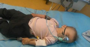 Foto : COPIL de 8 luni, UCIS DE MENINGIT�. Medicii au spus c� are febr� de la ro�u �n g�t �i de la erup�ia dentar�