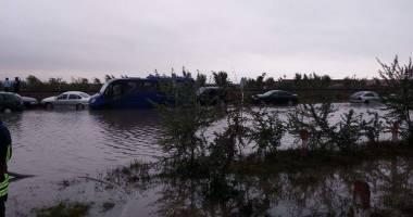 Potop la Constanţa / CLIPE DE COŞMAR PENTRU UN BĂRBAT PRINS DE VIITURĂ. Ce spun medicii