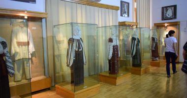 Costumele populare românești vor putea fi admirate la fața locului
