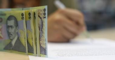 Soldul creditelor acordate firmelor şi populaţiei a scăzut în iulie