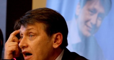Antonescu ar intra în turul doi la prezidenţiale cu Mihai Răzvan Ungureanu