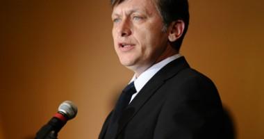 Antonescu şi-a concediat consilierii cu care a lucrat  la Preşedinţie
