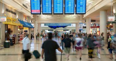 Foto : ATENŢIE CU CE COMPANIE CĂLĂTORIŢI! Avioanele rămân la sol! Zeci de zboruri, anulate!