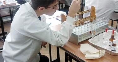 """Cum descoperă elevii constănţeni """"Miracolul Ştiinţelor"""""""