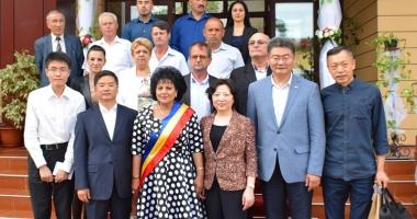 Chinezii, interesaţi de a dezvolta afaceri în comuna Cumpăna