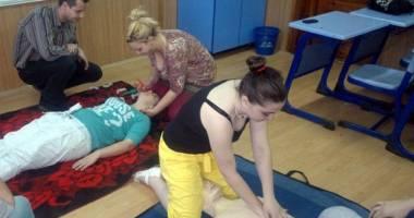 Liceenii constănţeni învaţă să acorde primul ajutor