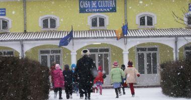 Cursurile şcolilor sunt suspendate, astăzi, în tot judeţul Constanţa