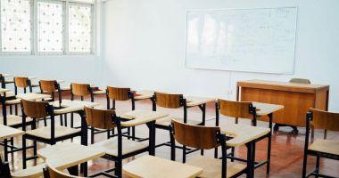 Cursurile faţă în faţă, suspendate în şcolile unde sunt secţii de votare