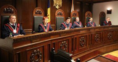"""Criza din Moldova, declarată """"puci"""". Curtea Constituţională şi Parchetul, anchetate"""