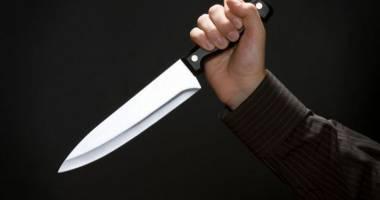 Un bărbat înarmat cu un cuţit a ameninţat călătorii dintr-un autobuz