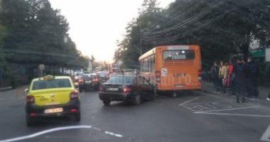 Elev rănit în drum spre şcoală, după ce mama lui a pierdut controlul volanului