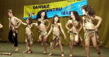 """""""Dansez pentru mare!"""". Sute de preşcolari intră în competiţia pentru marele trofeu"""