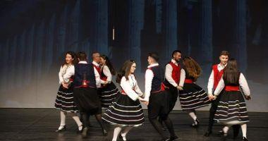 Ești pasionat de dans? Haide să înveți să dansezi grecește !