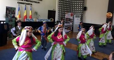 """Dansurile tradiţionale şi cântecele de primăvară, la Festivalul """"Primăvara Comunitară"""""""