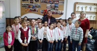 Moş Crăciun a ajuns la elevii  Şcolii Gimnaziale nr. 1 Poarta Albă