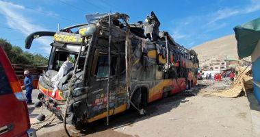 ACCIDENT TERIBIL! Un autocar a lovit opt vehicule parcate. Zeci de victime!