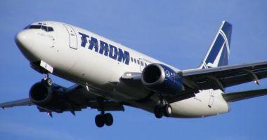 Avion Tarom lovit de trăsnet, întors din drum