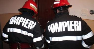 ALERTĂ LA CONSTANŢA! Pompierii intervin cu autoscara, pentru a debloca o uşă