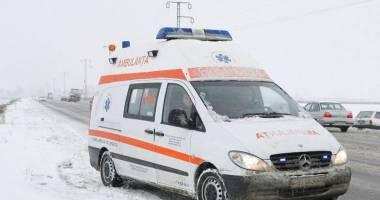 Un bărbat a fost găsit mort pe câmp. Acesta ar fi consumat alcool şi ar fi adormit în frig după ce a căzut pe gheaţă