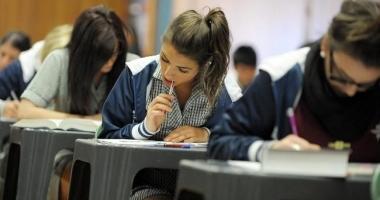 Examene filmate cu camere video de maşină, în şcolile constănţene