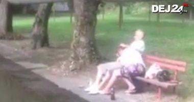 VIDEO / Caz revoltător! Un cuplu a fost filmat în timp ce întreţinea relaţii intime lângă un loc de joacă pentru copii din parc