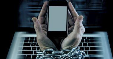 Țara cu cei mai mulți dependenți de internet: stau și 18 ore pe YouTube