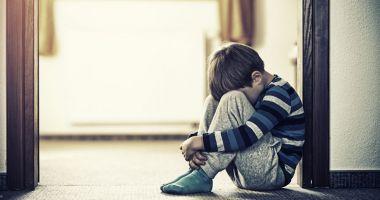 Un copil de 4 ani a fost dezbrăcat şi închis 10 minute într-un dulap, ca pedeapsă la grădiniţă