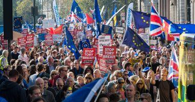 Deputaţii britanici au convenit să protejeze drepturile cetăţenilor UE după Brexit