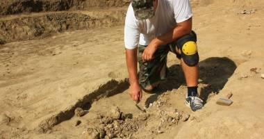 Morminte vechi de peste 1.700 de ani, descoperite în centrul Constanţei