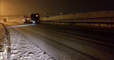 VIDEO. Ninsoare intensă pe Autostrada Soarelui