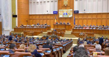 Tensiuni la parlament. Opoziţia forţează schimbarea lui Dragnea şi Iordache