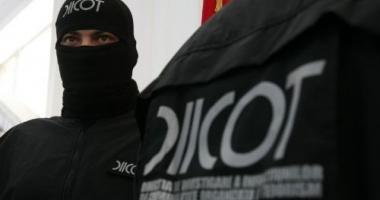 Maiorul SRI care vindea canabis și cocaină și complicele să, arestați