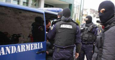 Prinşi de poliţişti în timp ce încercau să vândă haşiş, pentru 5500 euro