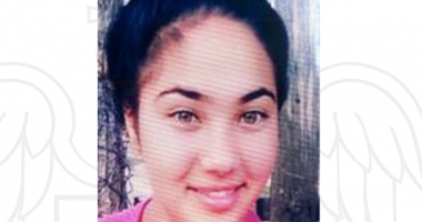 O fată de 14 ani a dispărut de acasă. Familia a alertat poliţia