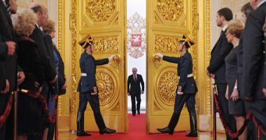 Ursul la miere. Moscova: blitzkrieg cu democrația